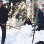 img964-pavel-duchatsch-pripravuje-misto-pro-ohen-silvestrovskej-vejslap-2001