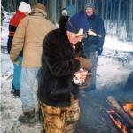 2002 5. ročník Oldřich Scholz jako Sarka Farka,  příprava na rozdávání pamlsků pro děti