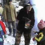 2002 5. ročník rozdávání pamlsků Oldřich Scholz jako Sarka Farka za ním Míra Matějec